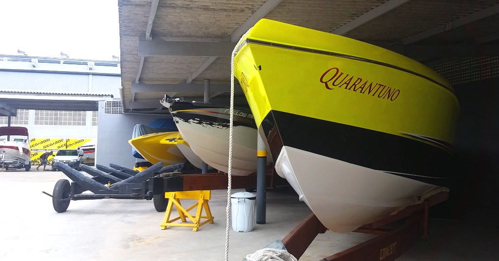 Garageamento para 50 barcos de até 40 pés.