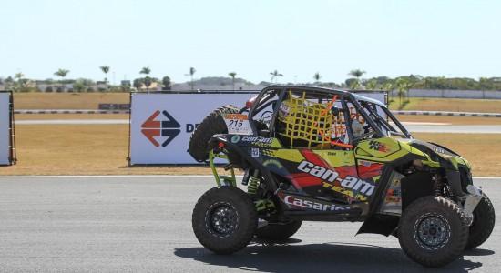 Deninho acelera Can-Am Maverick Turbo.