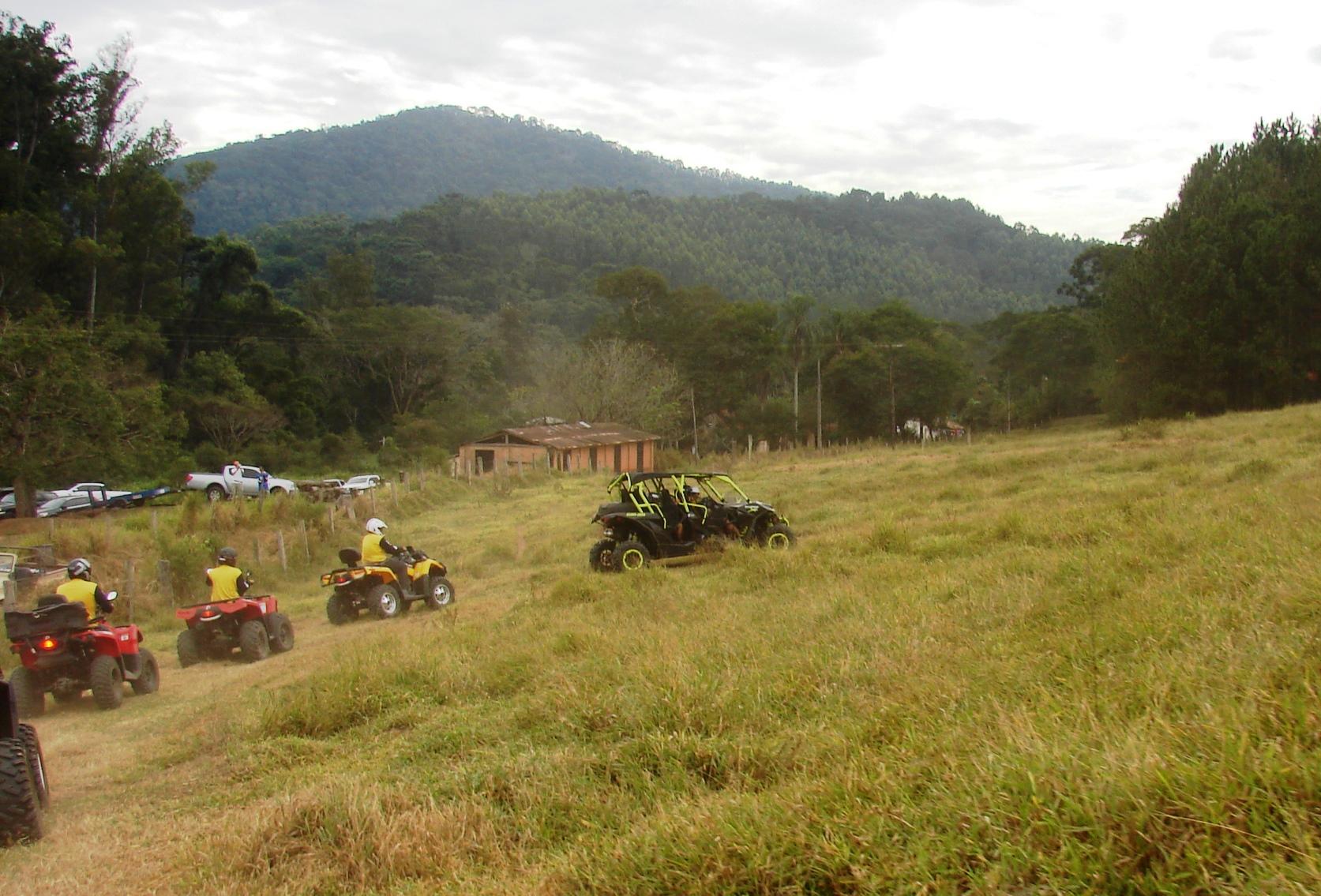 Quadriciclos e UTV em ação na Trilha dos Amigos. Foto: Priscila Lacaze