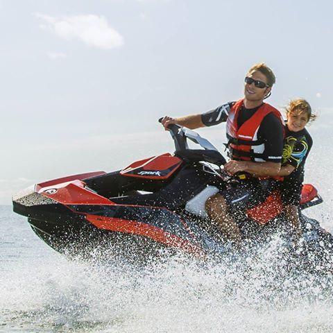 Marinha do Brasil altera normas para condução de crianças em motos aquáticas.