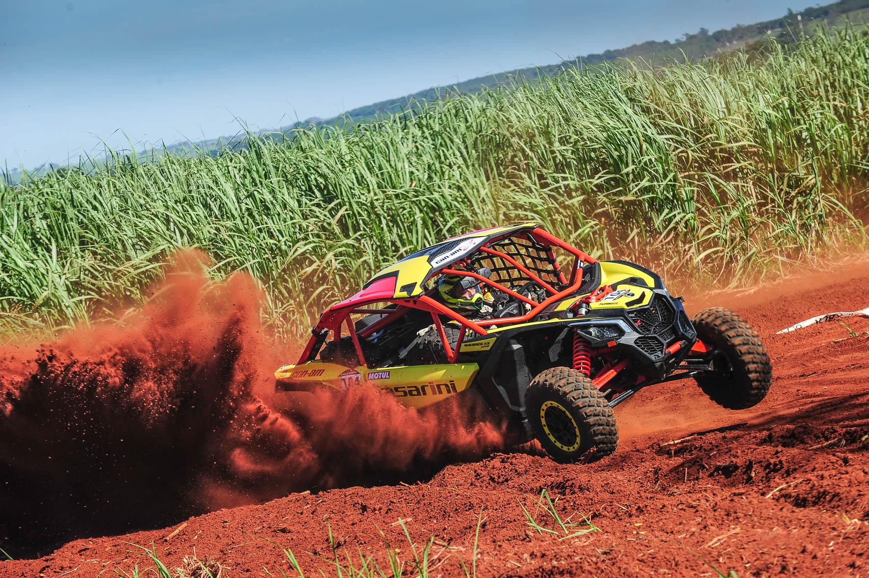 Deninho Casarini a bordo do novo UTV Can-Am Maverick X3 X RS no Brasileiro de Rally Baja  Crédito: Doni Castilho/DFotos
